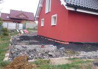 Realizace ČOV 4EO + domácí vodárna VNH9m3 + svody kolem domu