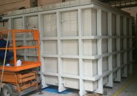 Plastové vany v nosné ocelové konstrukci